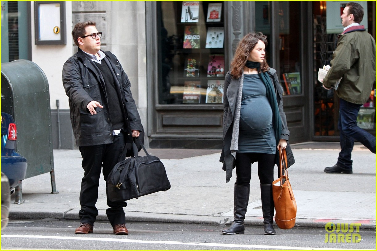 felicity jones fake baby bump for true story 02
