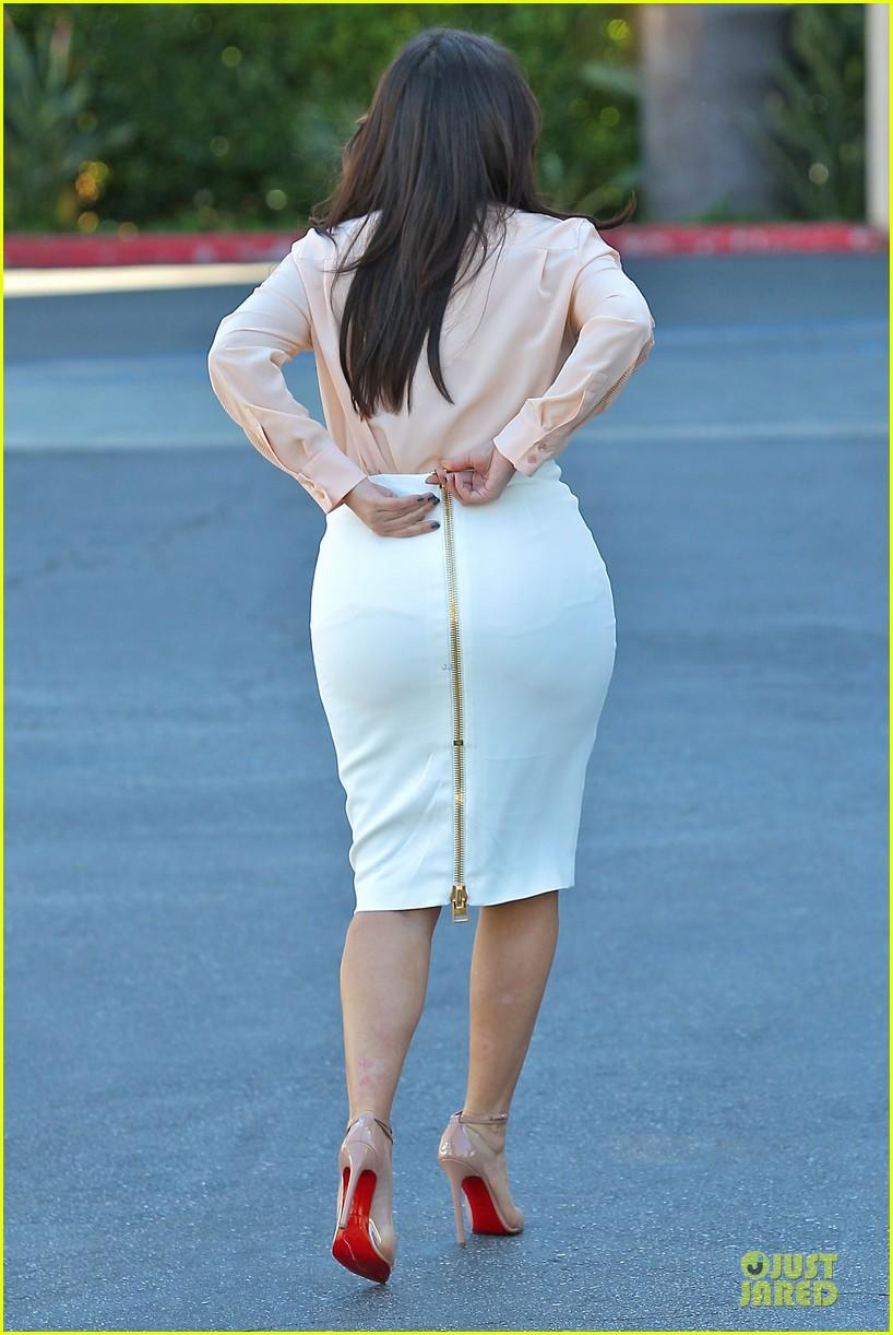 pregnant kim kardashian vampire facial 092829501