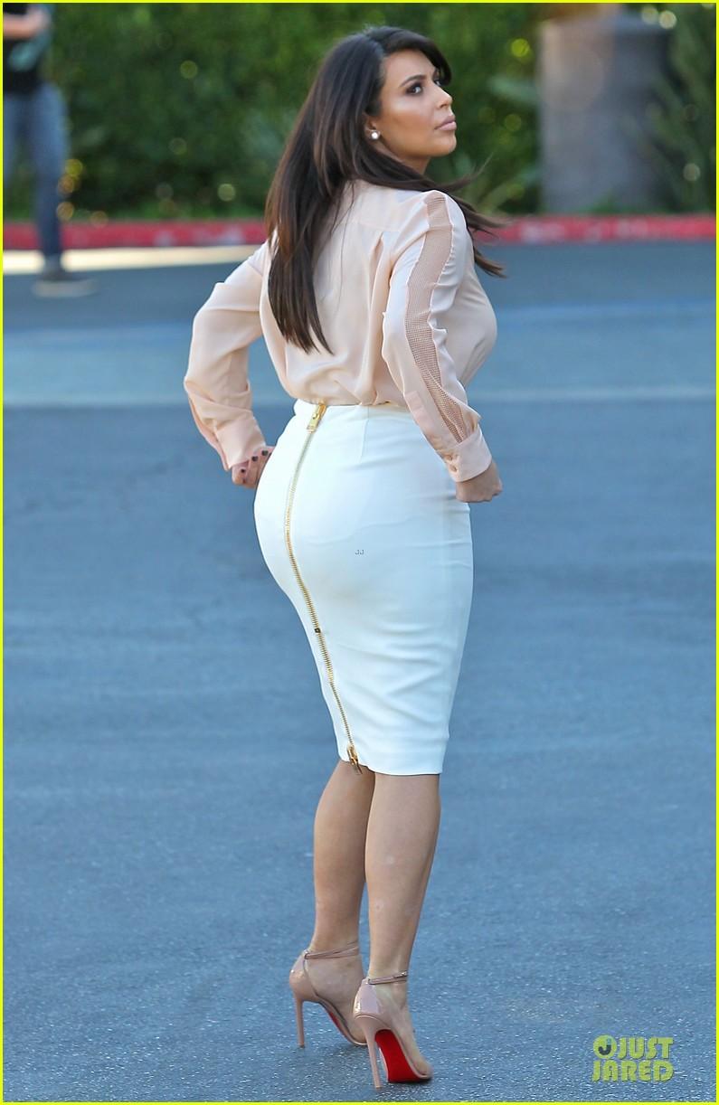 pregnant kim kardashian vampire facial 10
