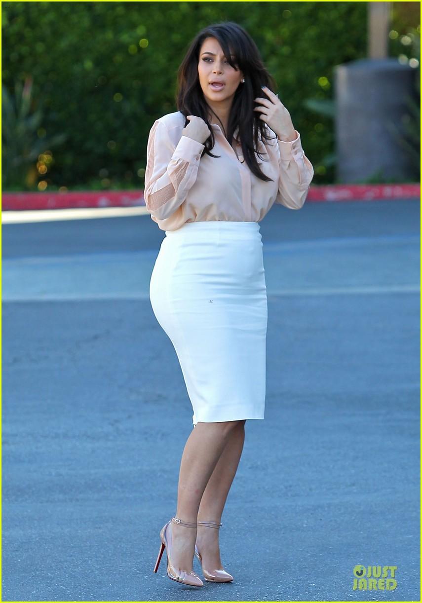 pregnant kim kardashian vampire facial 12