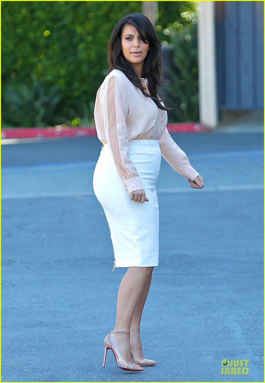 pregnant kim kardashian vampire facial 13
