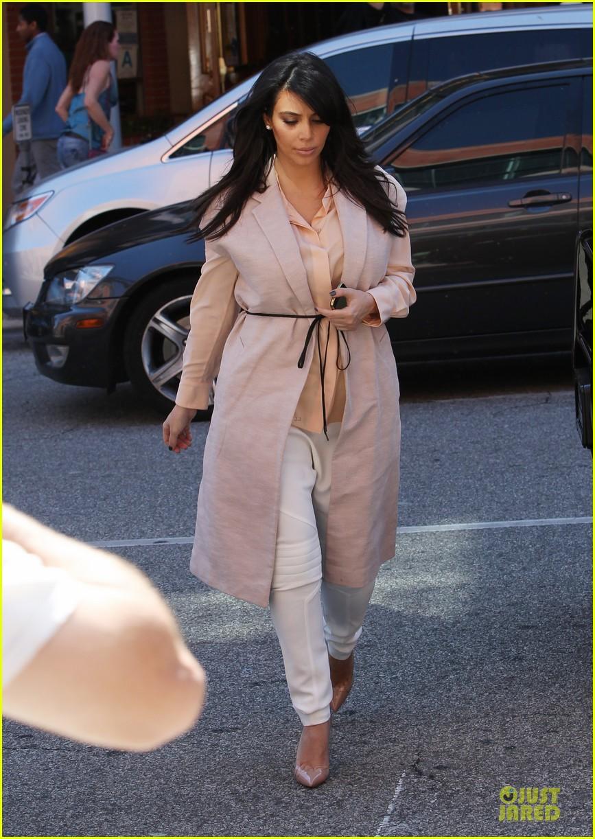 pregnant kim kardashian vampire facial 162829508