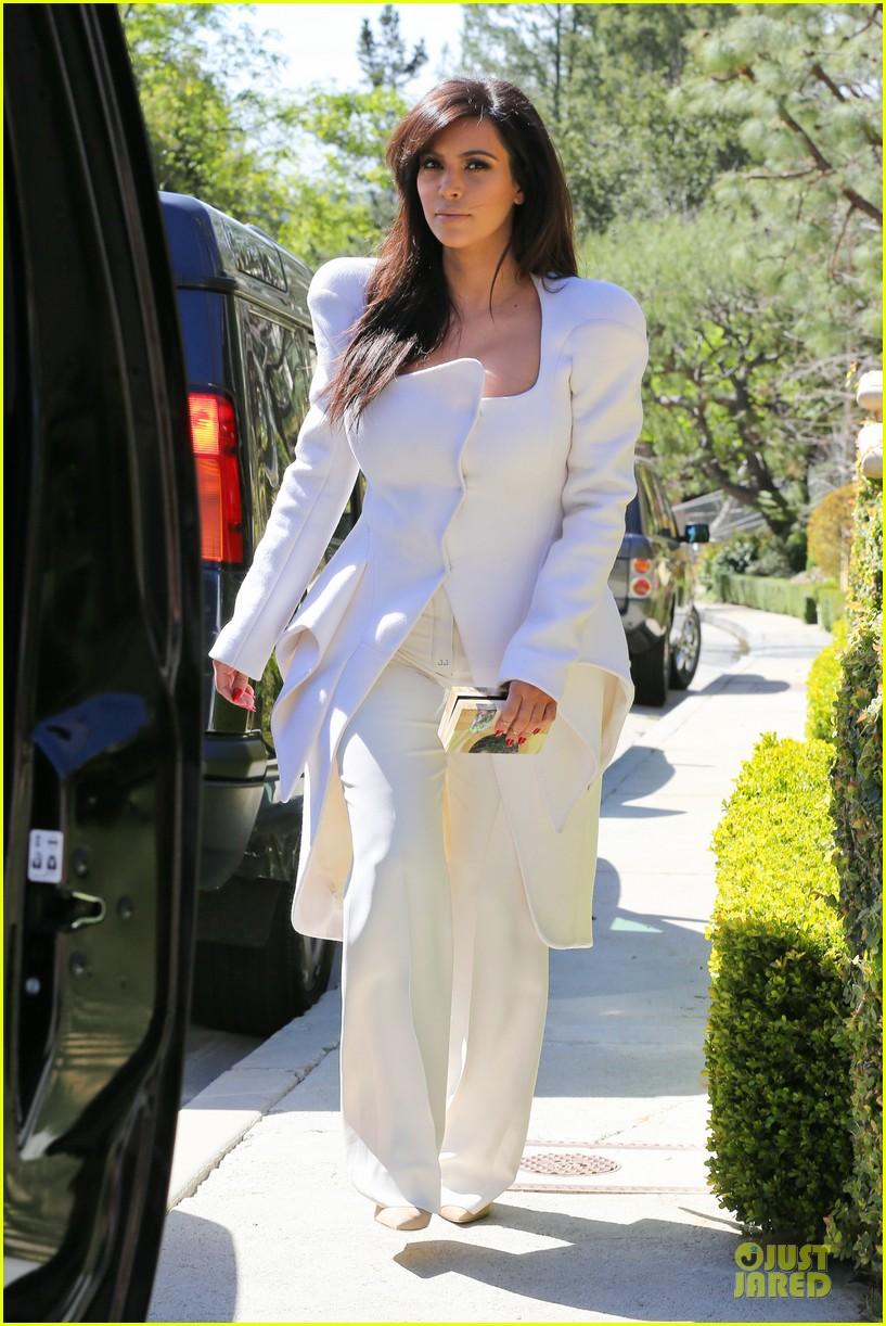pregnant kim kardashian cant wait to show off baby bump 03