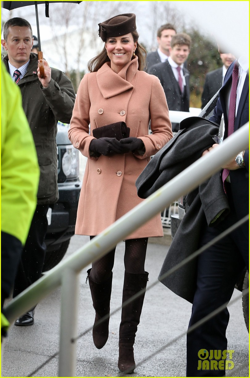 kate middleton pregnant cheltenham visit with prince william032831100