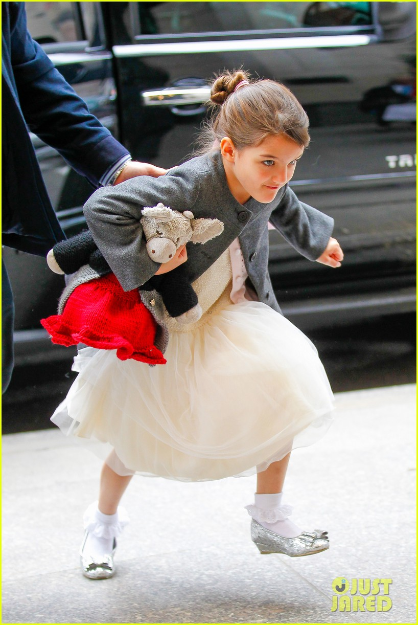 katie holmes easter party with suri 04