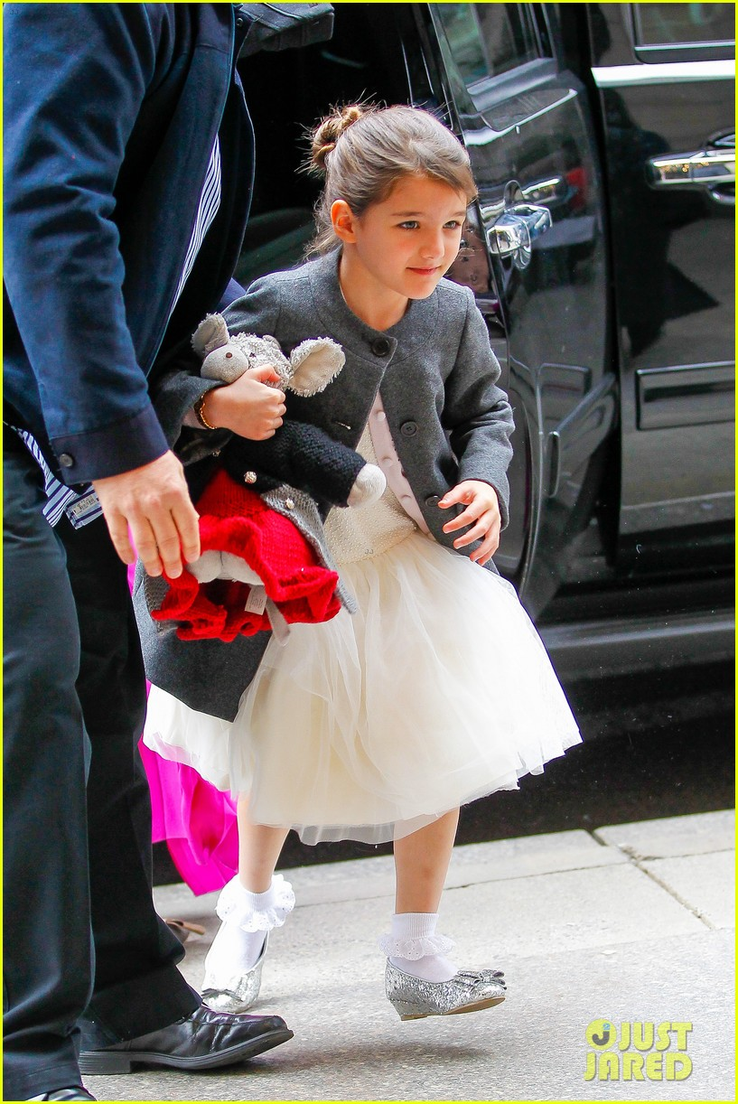 katie holmes easter party with suri 15
