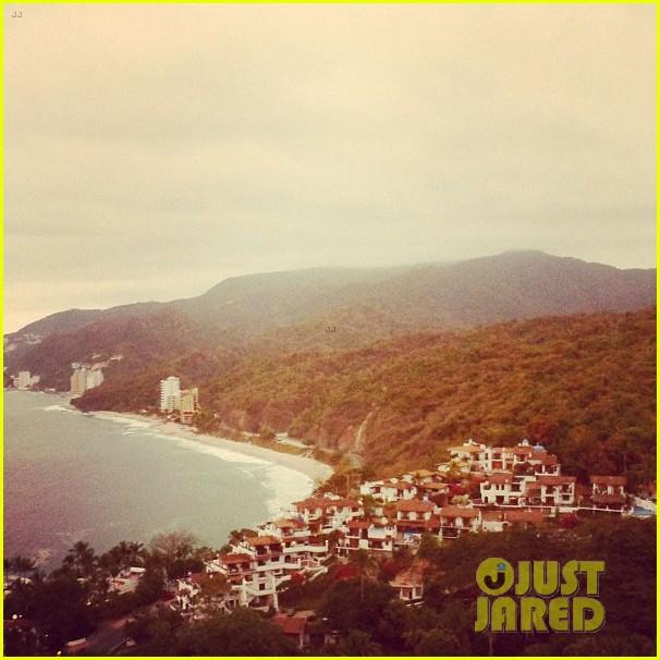 anna kendrick puerto vallarta vacation 06