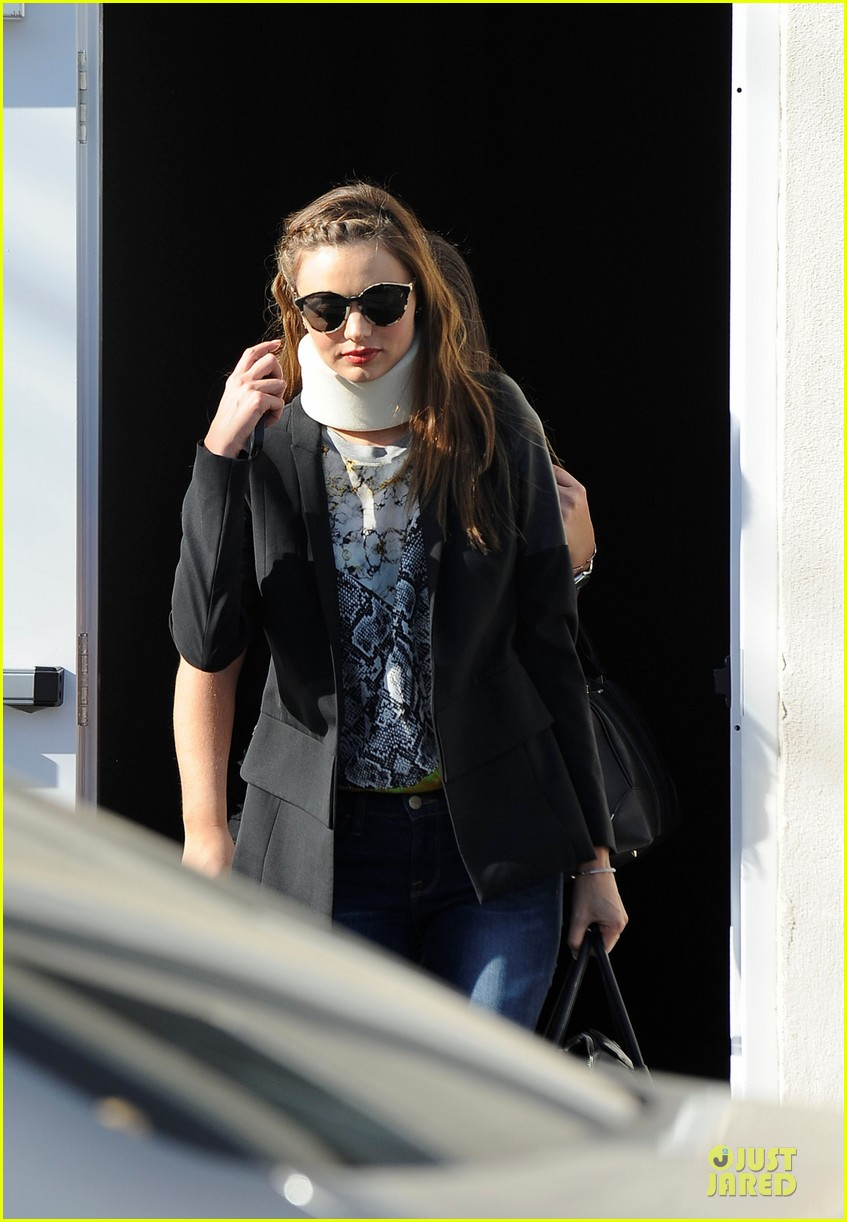miranda kerr neck brace medical visit 07