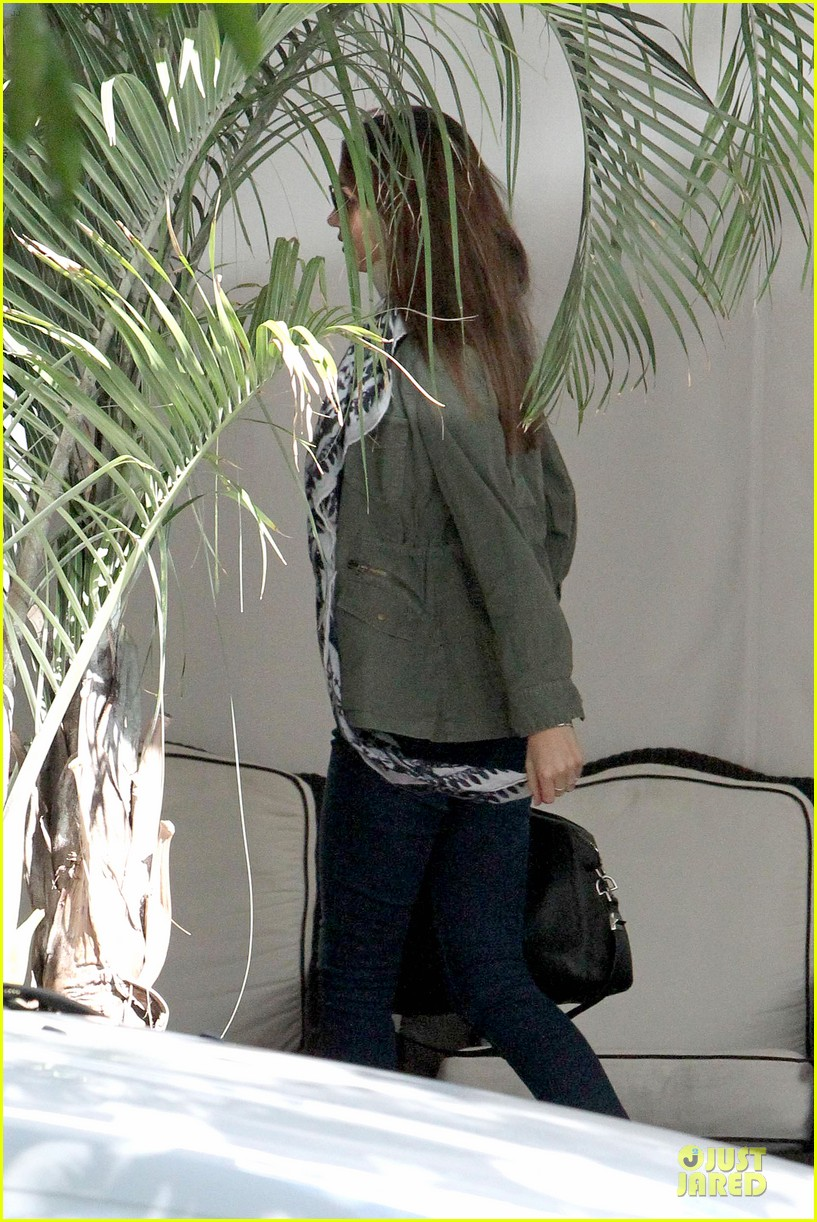 miranda kerr neck brace medical visit 10