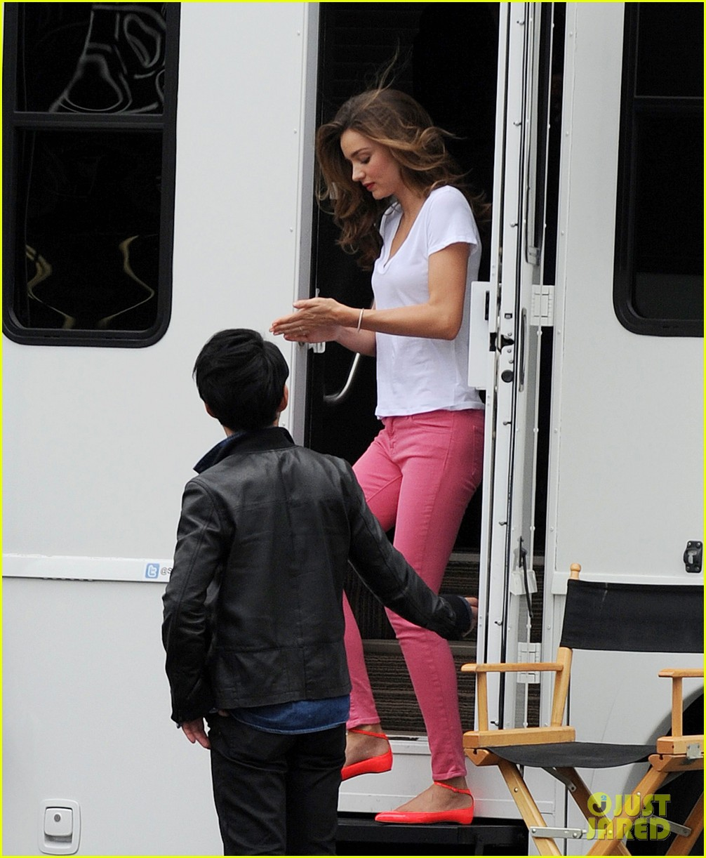 miranda kerr films commercial at fields market 04