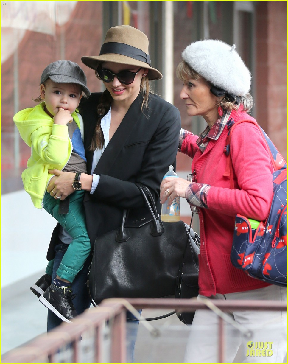miranda kerr flynn gym stop wtih orlando bloom mother sonia 04
