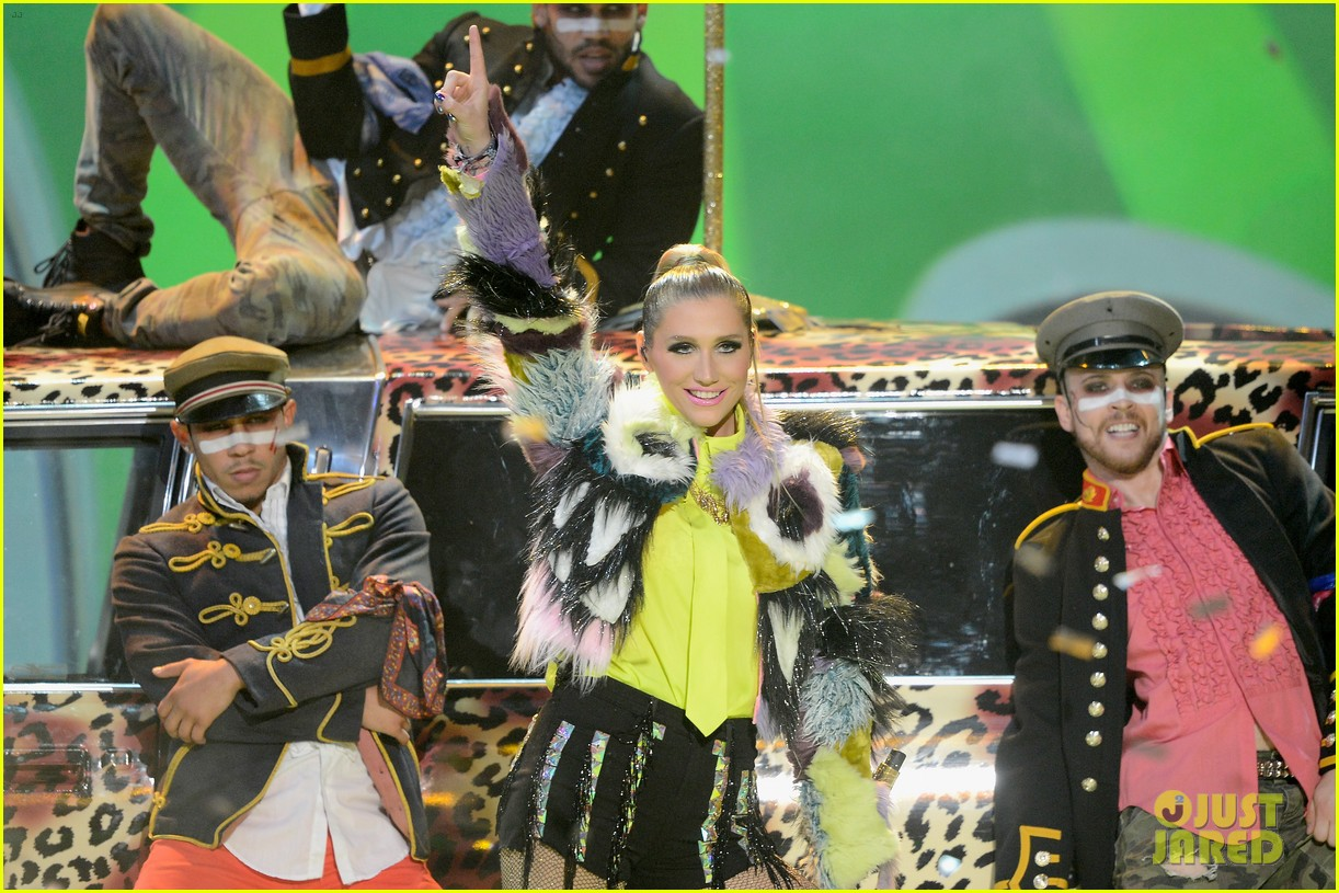 kesha cmon performance at kids choice awards 2013 02