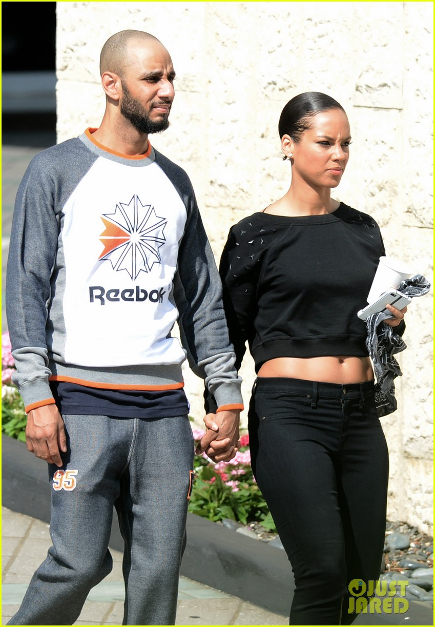 alicia keys swizz beatz holding hands in miami 192837789
