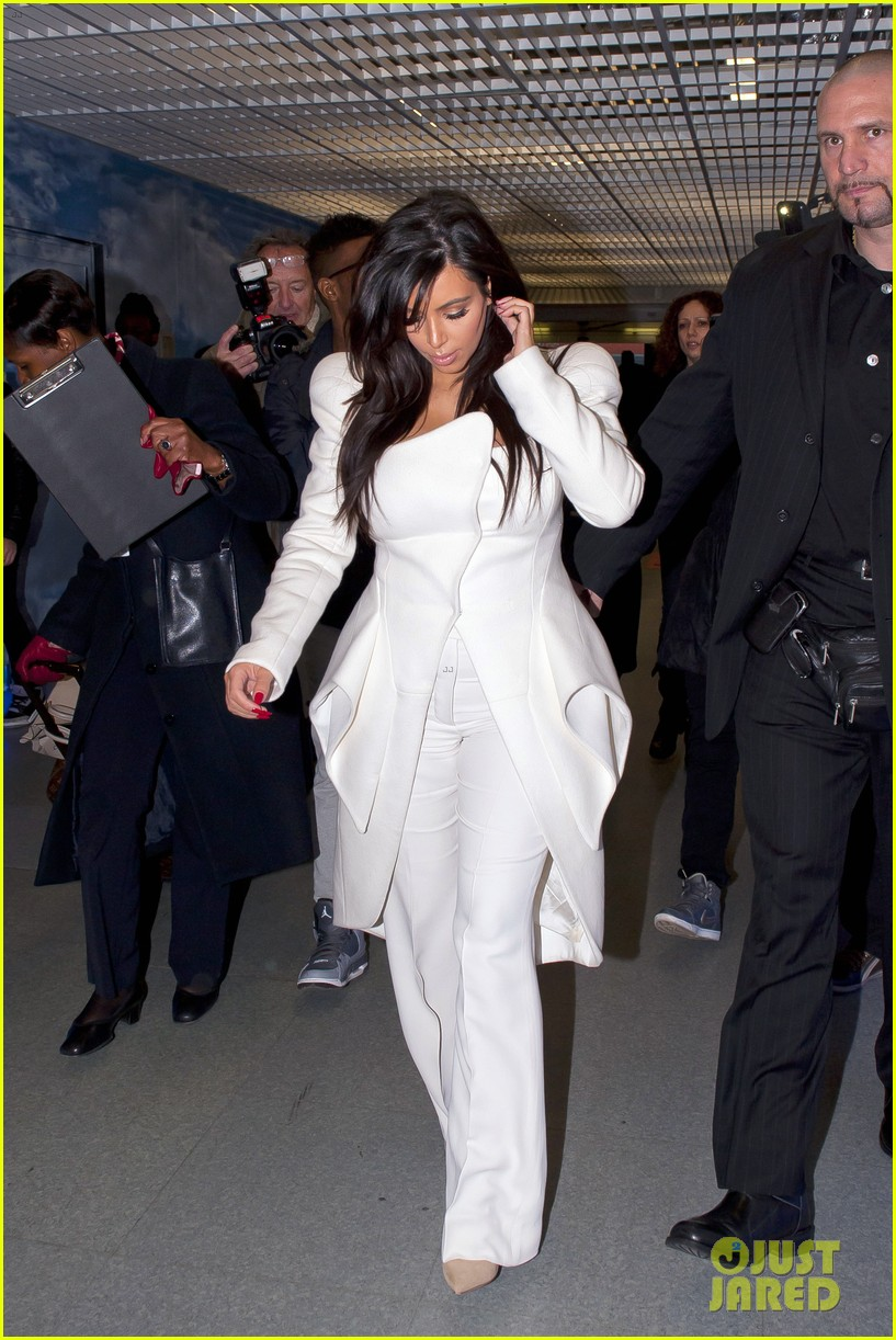 kim kardashian kanye west givenchy show couple 01