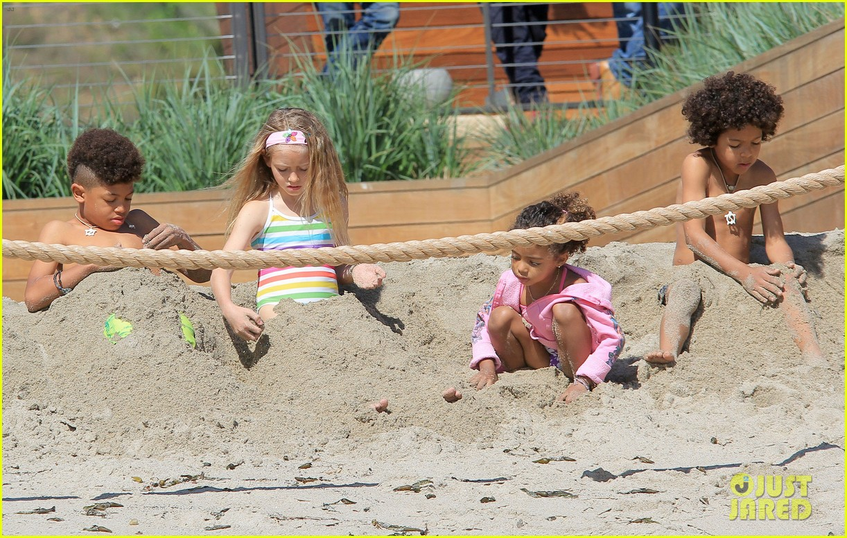 heidi klum martin kirsten beach day with the kids 372828756