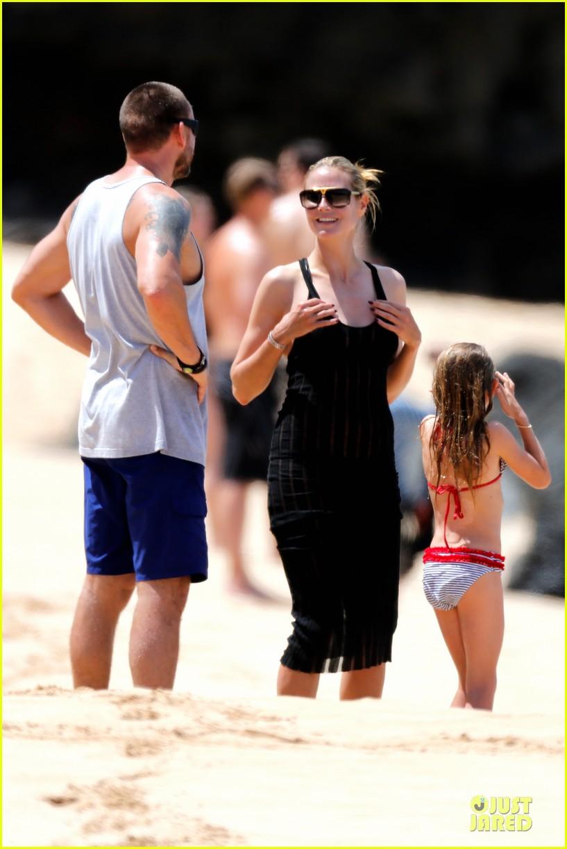 heidi klum martin kirsten beach picnic with the kids 15