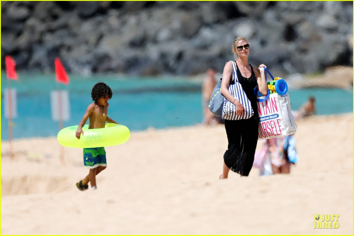 heidi klum martin kirsten beach picnic with the kids 182840324