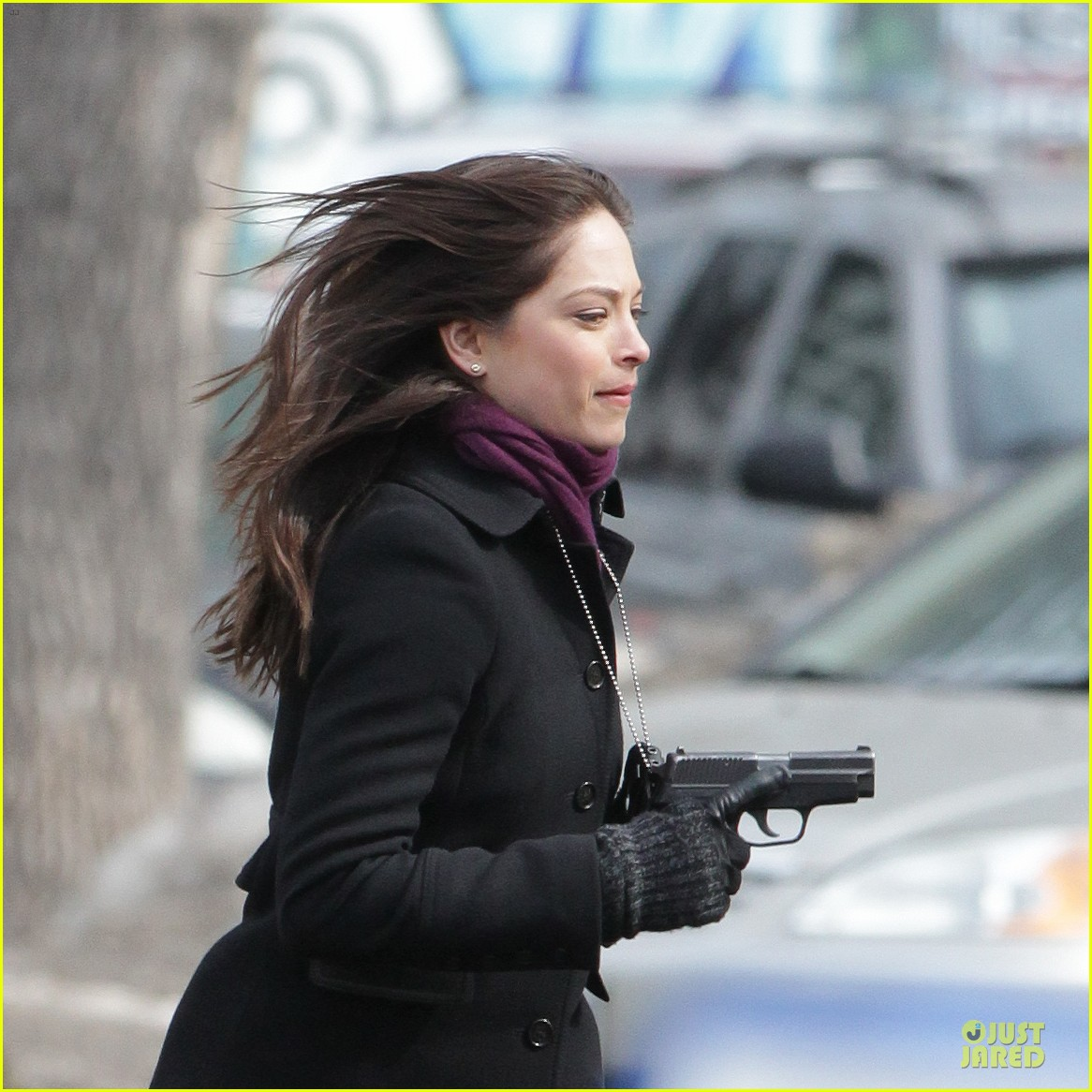 kristin kreuk gun carrying beauty and the beast scene 02