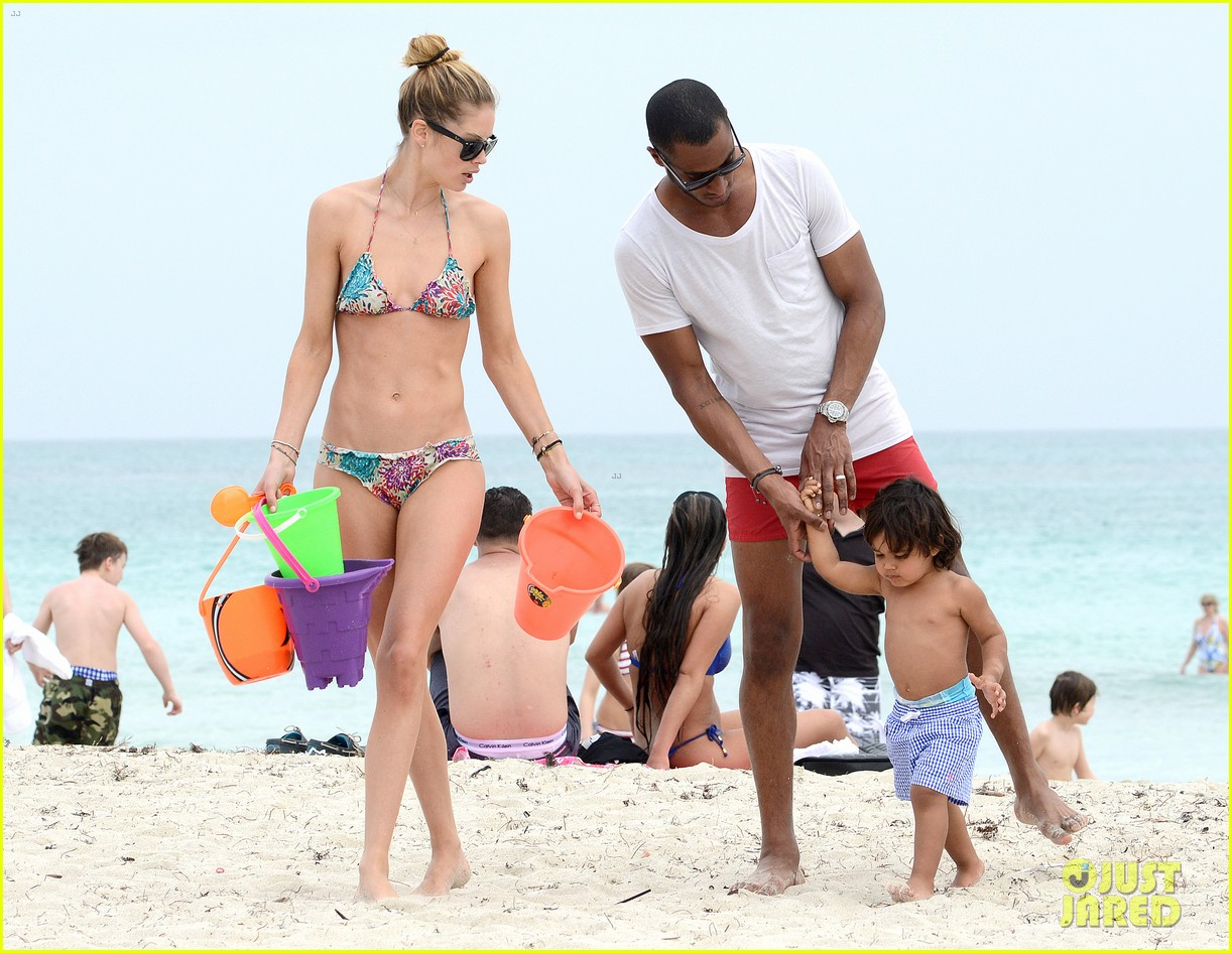 doutzen kroes sunnery james beach day with phyllon 05