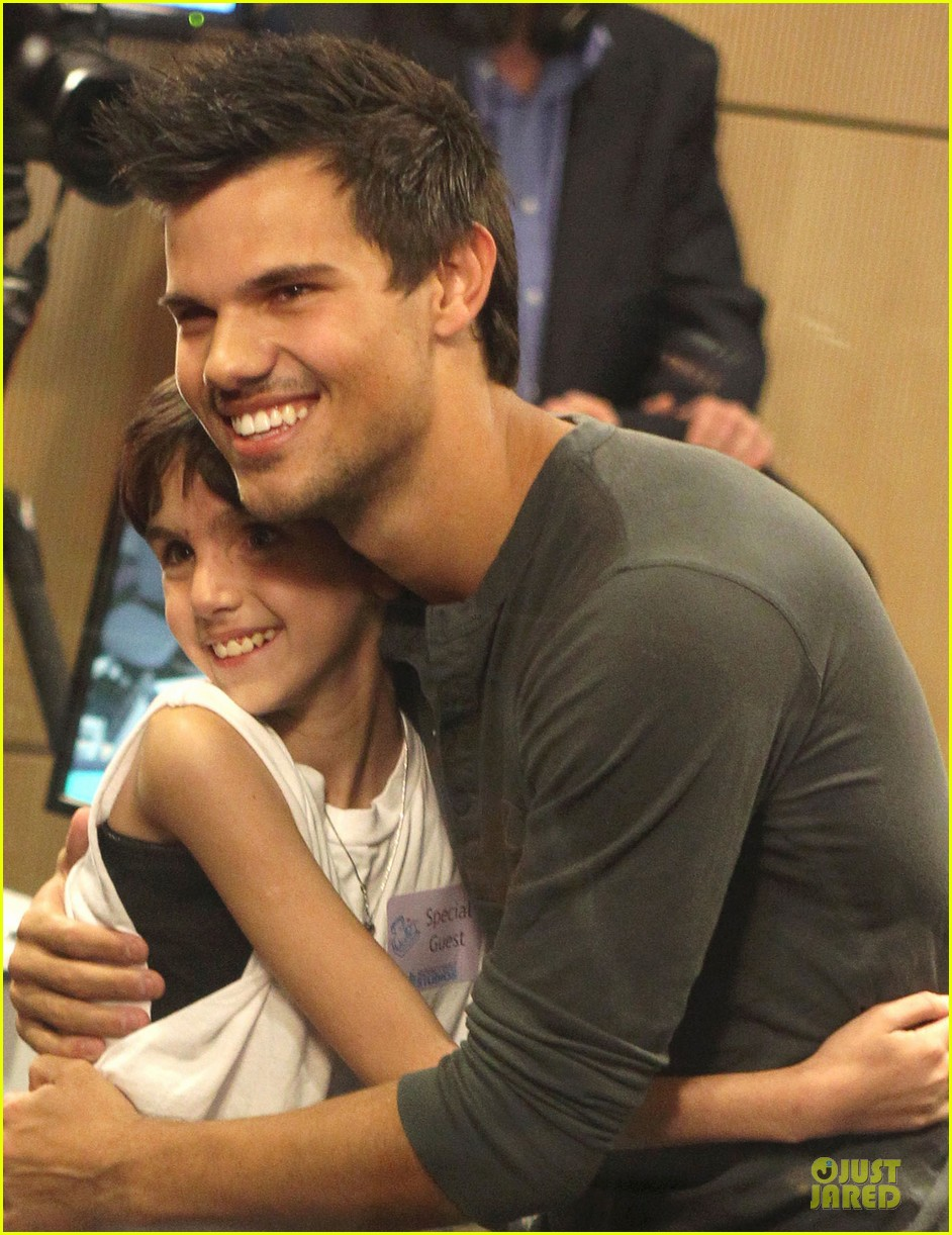 taylor lautner has a good heart raves ryan seacrest 042835954