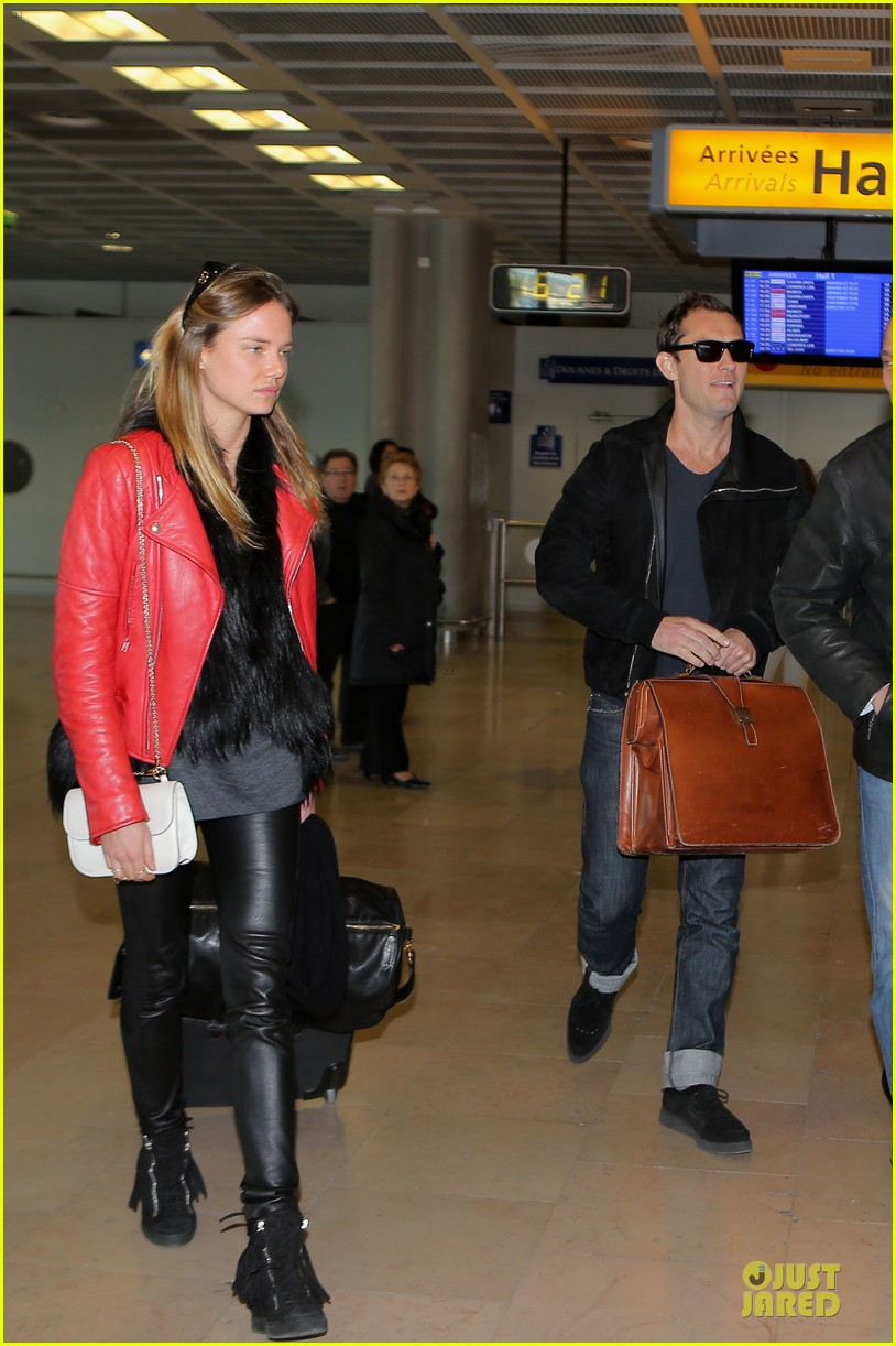 jude law au revoir to france with a mystery woman 012824982