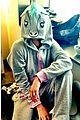 liam hemsworth leaves manila miley cyrus tweets engagement ring pic 05