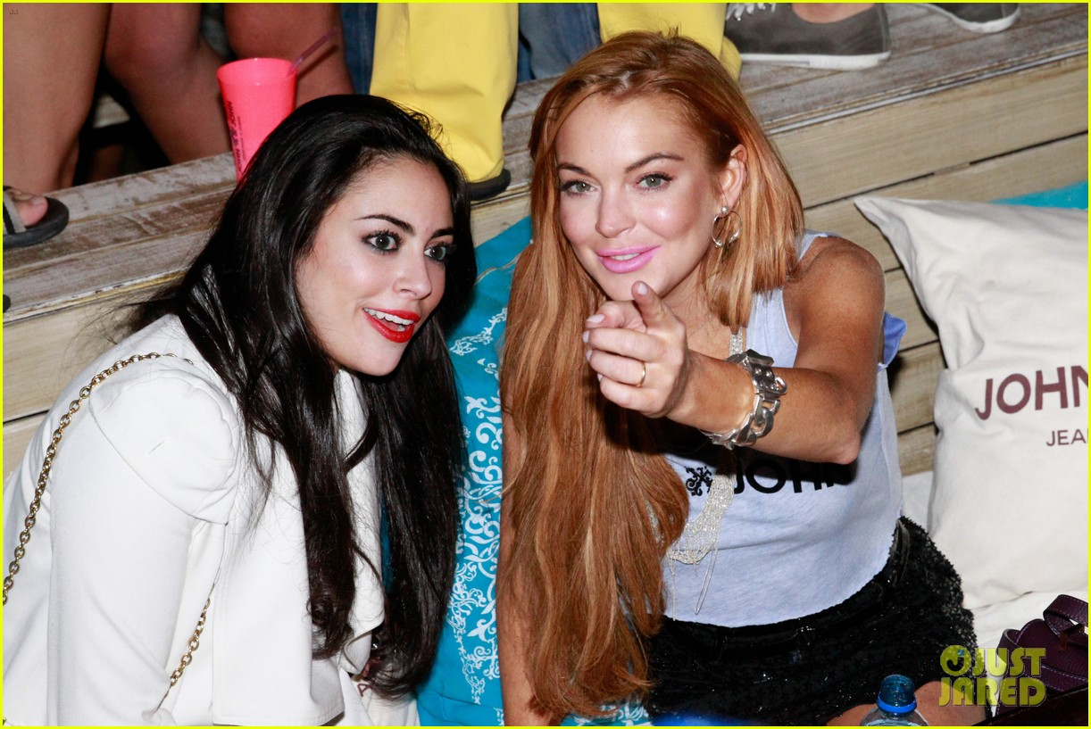 lindsay lohan helicopter ride dj night in brazil 13