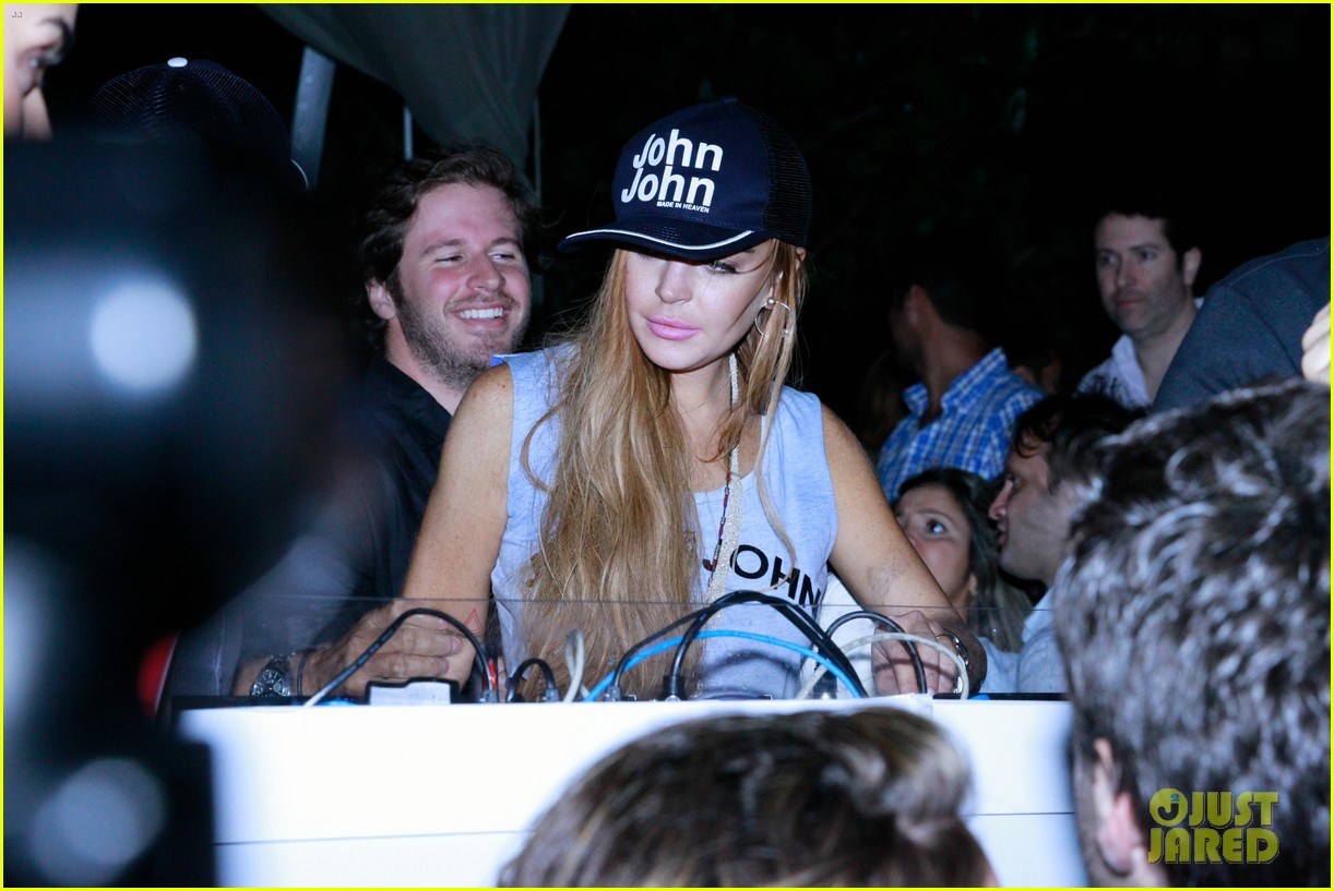 lindsay lohan helicopter ride dj night in brazil 142840820