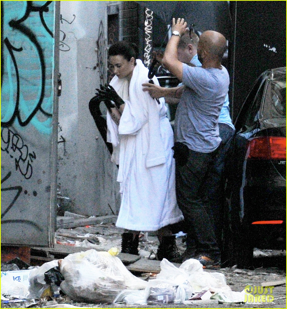 demi lovato black painted hands on heart attack video set 04