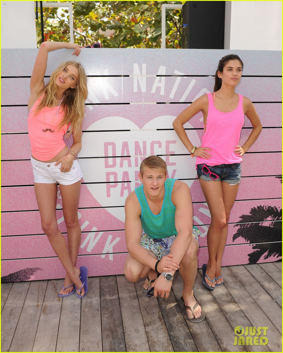 alexander ludwig hosts vs dance party 18