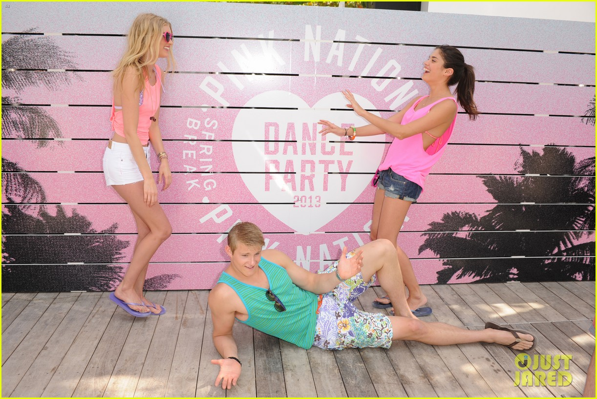 alexander ludwig hosts vs dance party 19