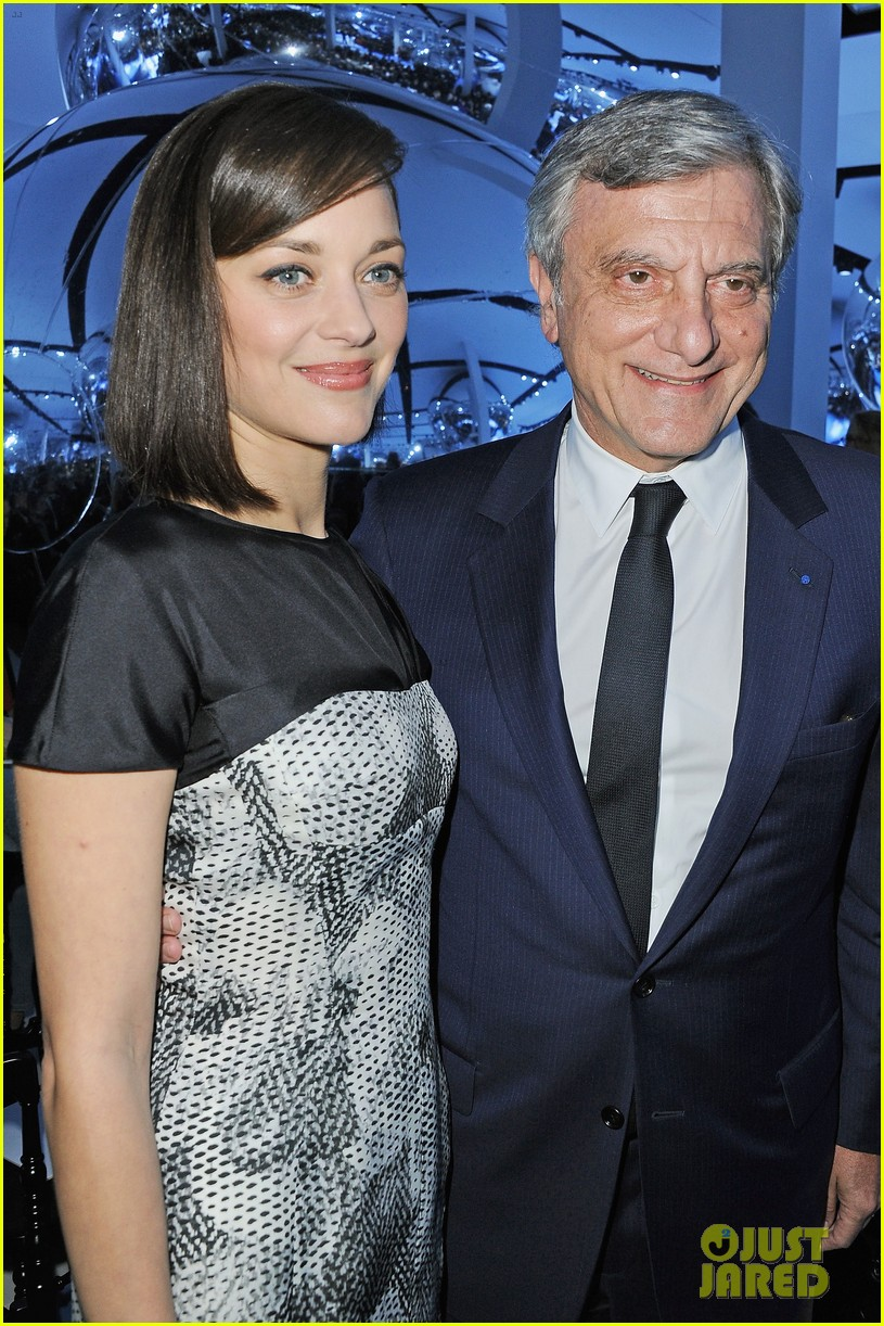 marion cotillard dior paris fashion show 04