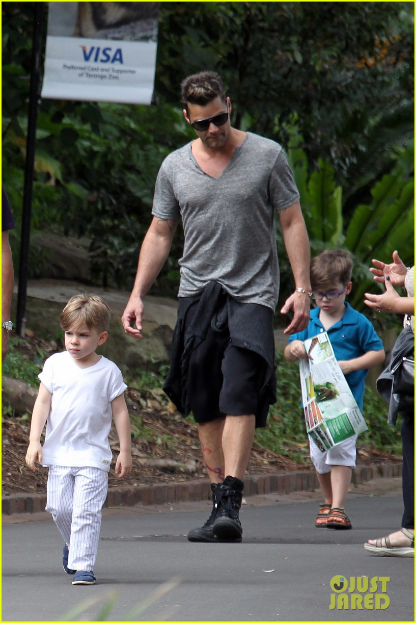 ricky martin taronga zoo with matteo and valentino 06
