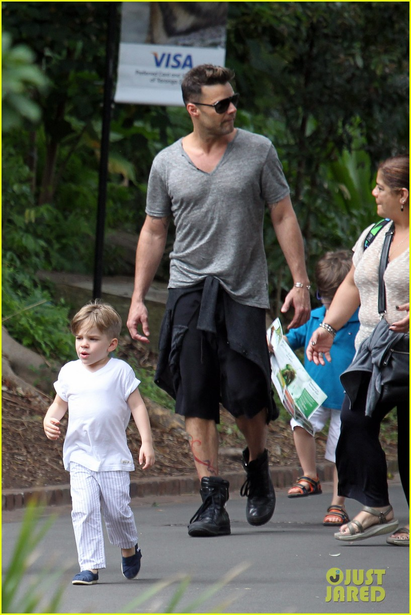 ricky martin taronga zoo with matteo and valentino 07
