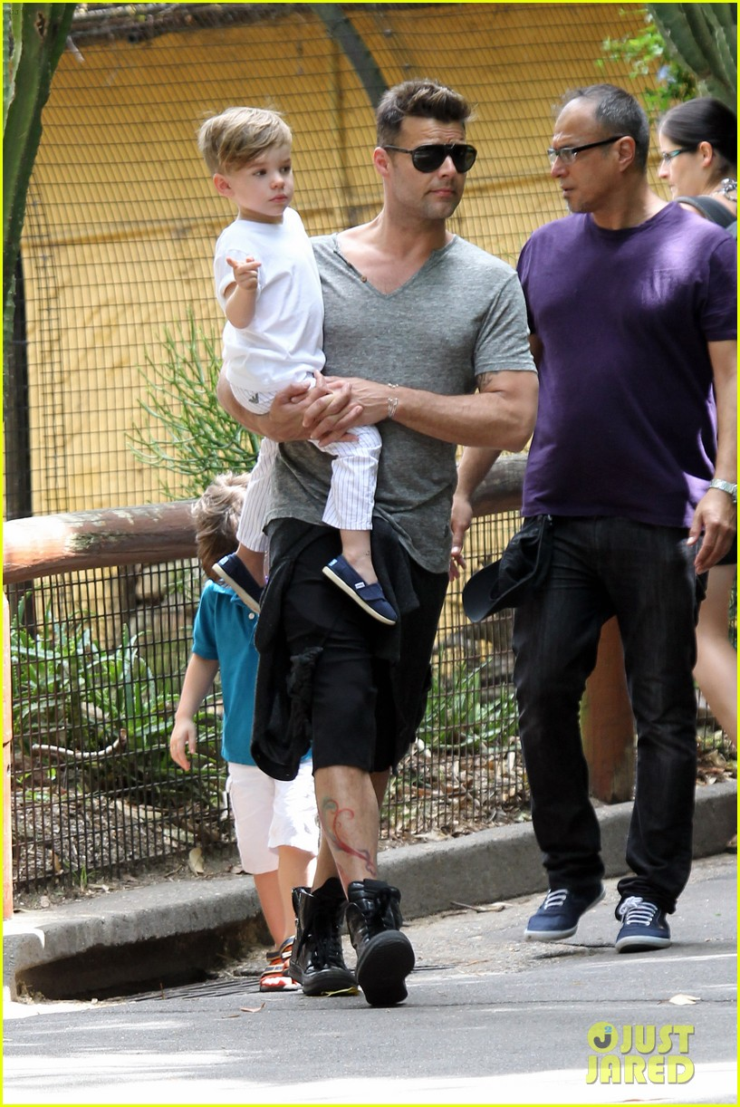 ricky martin taronga zoo with matteo and valentino 14