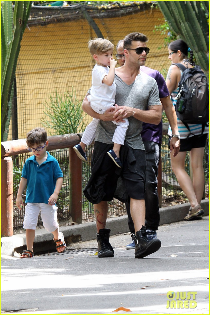 ricky martin taronga zoo with matteo and valentino 16