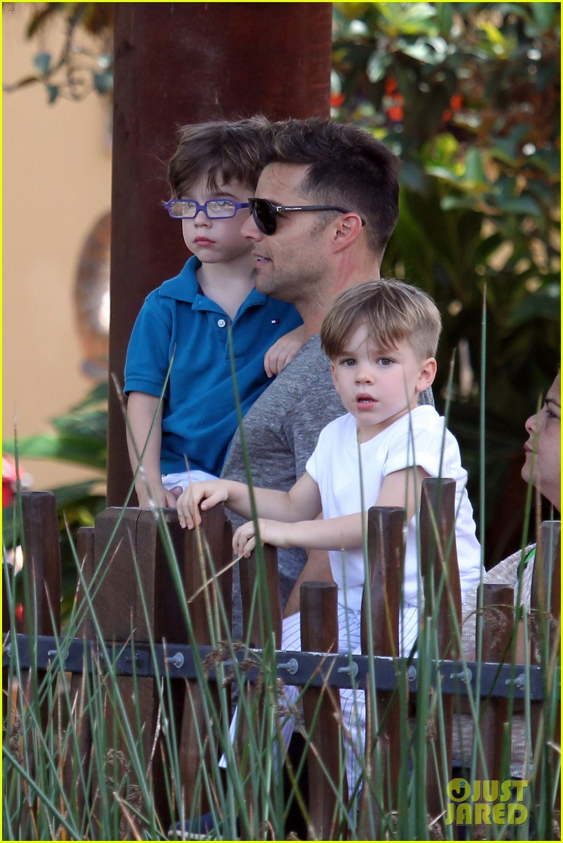 ricky martin taronga zoo with matteo and valentino 19