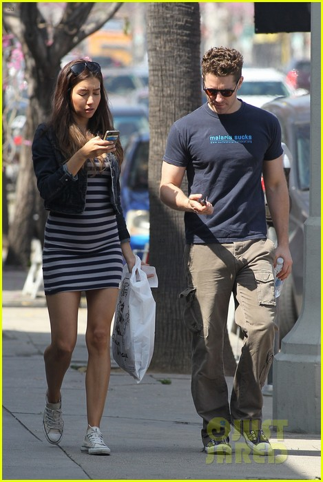 matthew morrison renee puente shopping duo 01