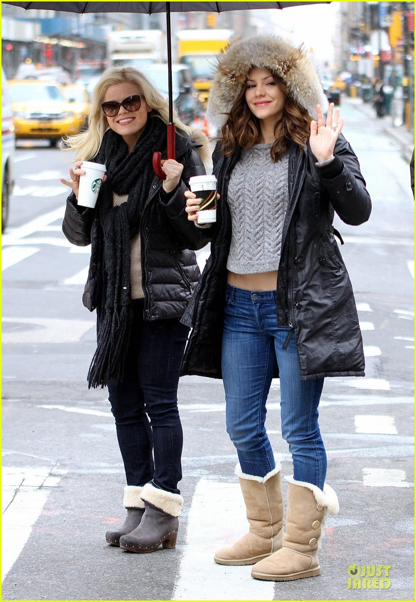 katharine mcphee megan hilty snowy smash set 03