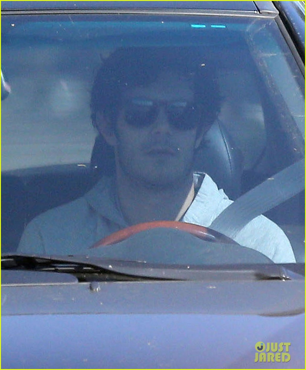 leighton meester adam brody early morning drive 04