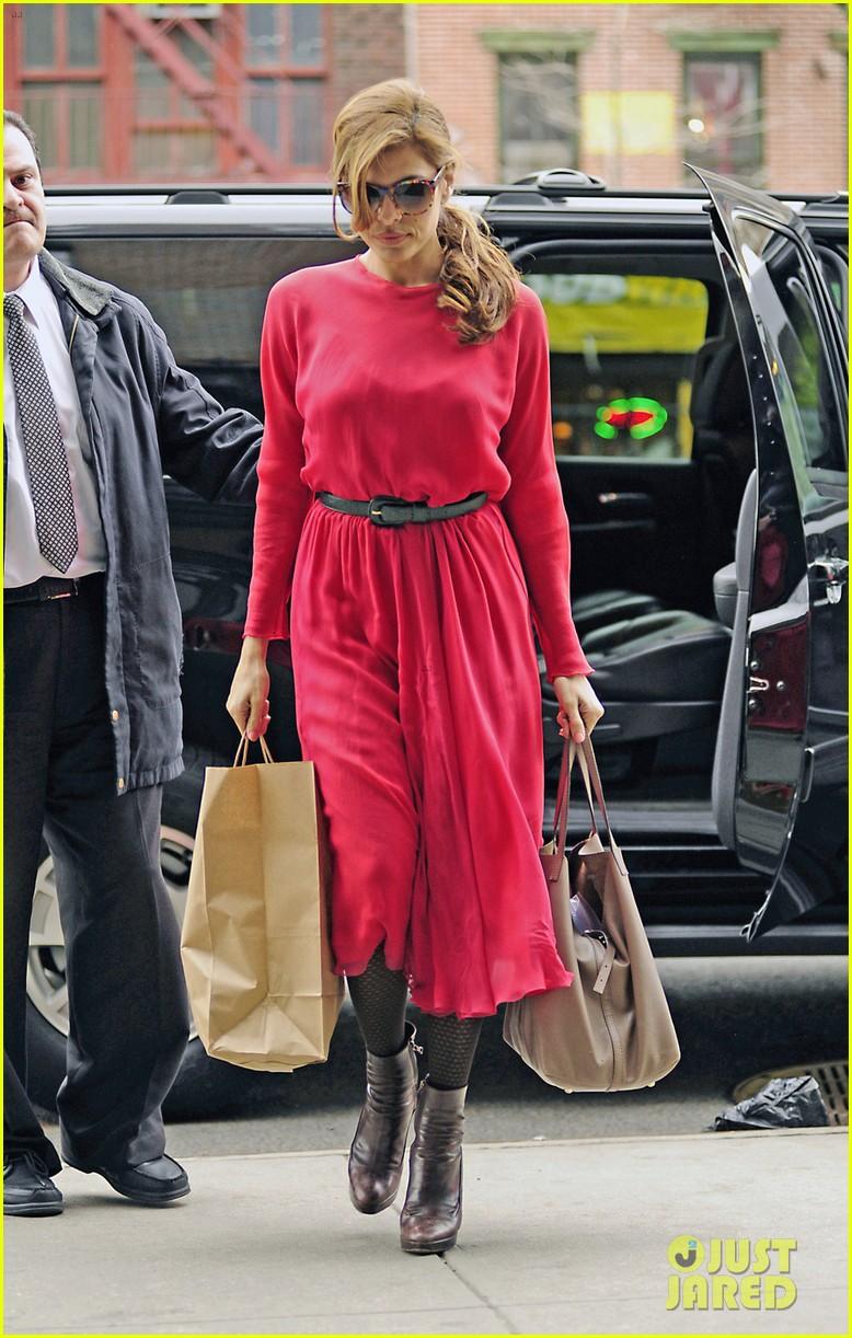 eva mendes lady in pink 04