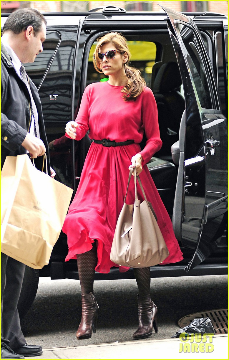 eva mendes lady in pink 072829285