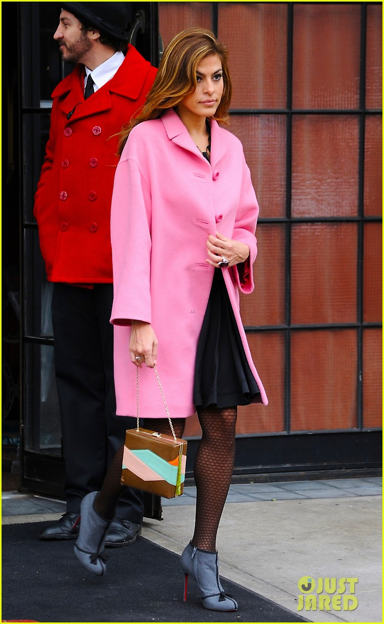 eva mendes lady in pink 09