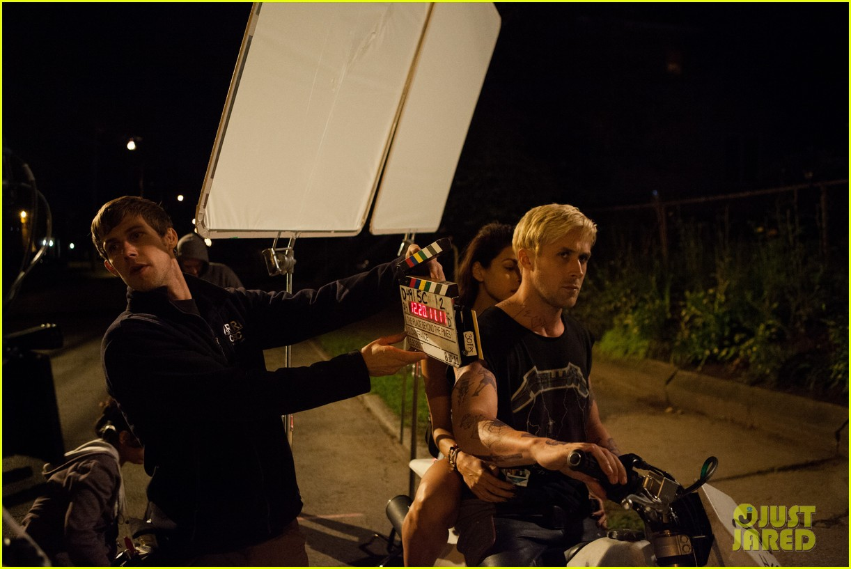 ryan gosling eva mendes new place beyond the pines stills 06