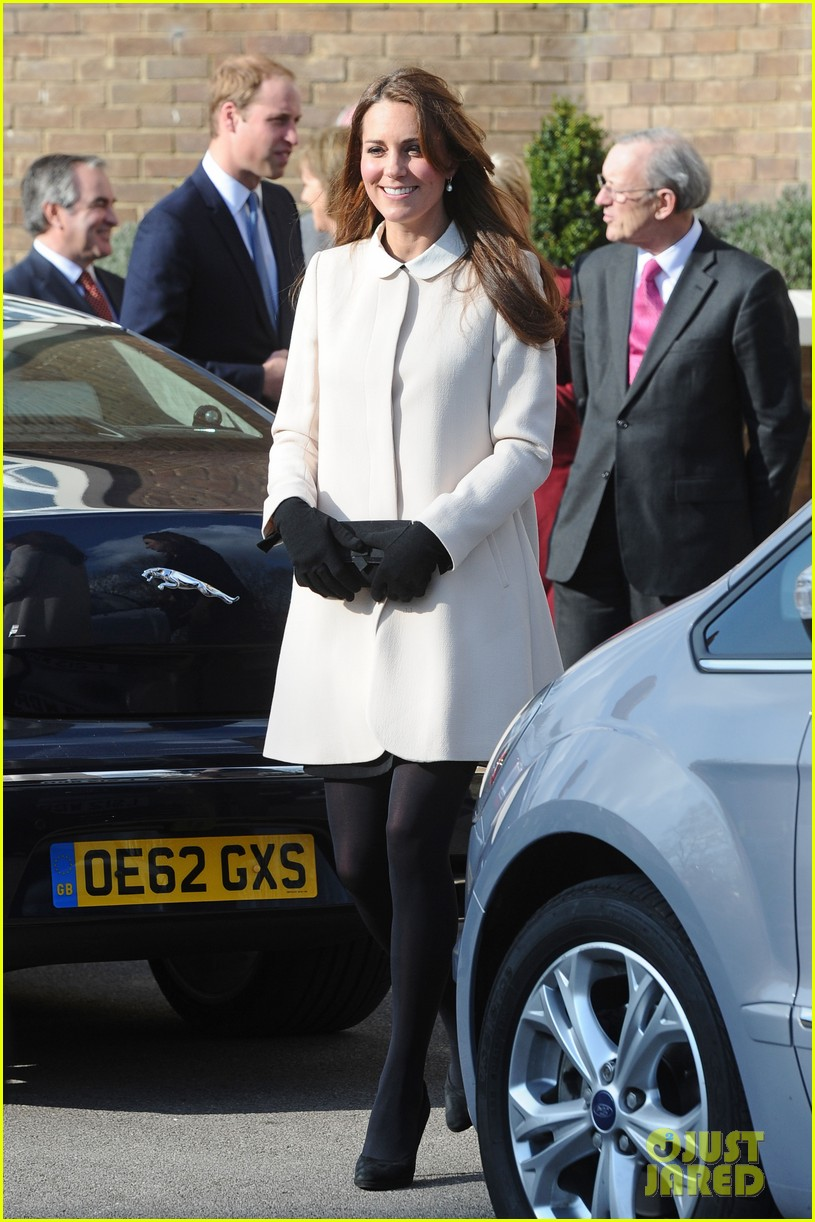 kate middleton pregnant child bereavment center visit with prince william 032833517
