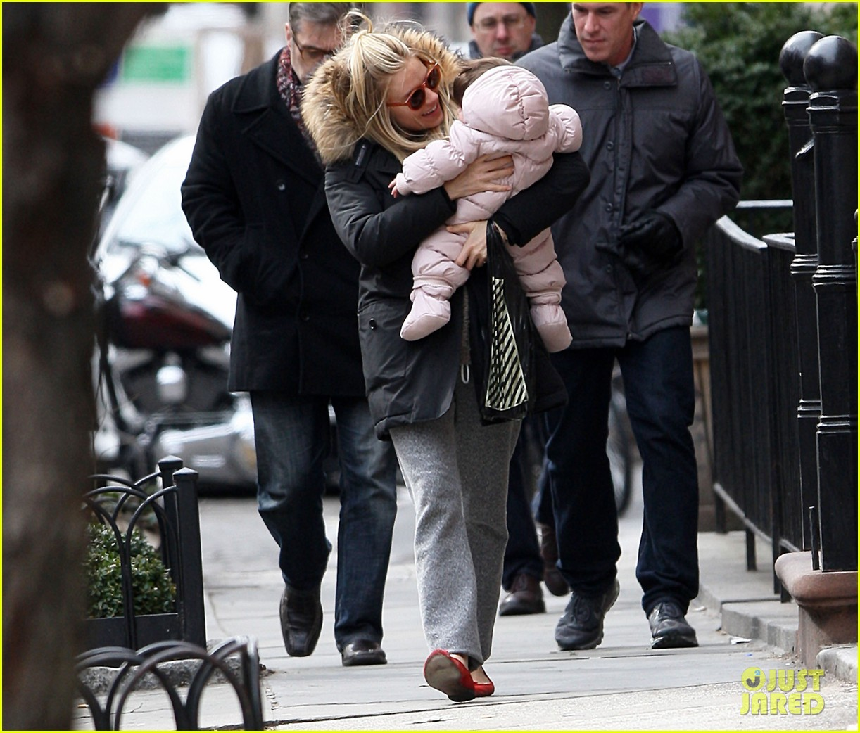 sienna miller tom sturridge sunday family day with marlow 03