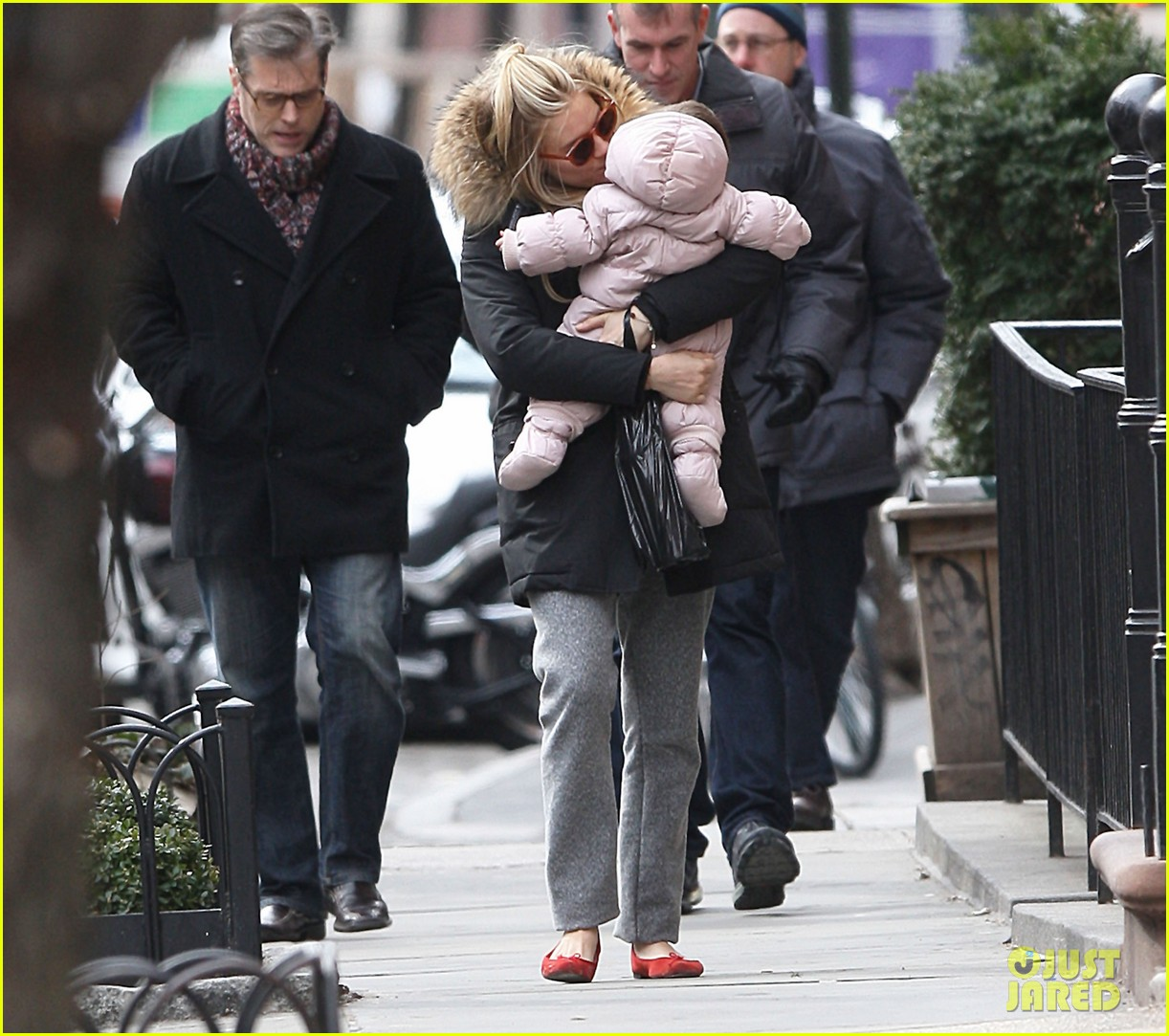 sienna miller tom sturridge sunday family day with marlow 07
