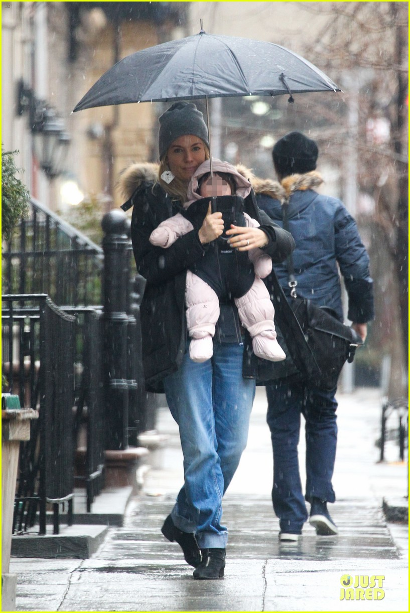 sienna miller tom sturridge snowy stroll with marlowe 012827441