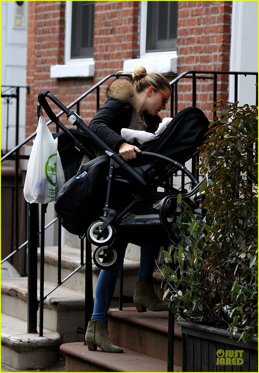 sienna miller stroller pushing with marlowe 052829737