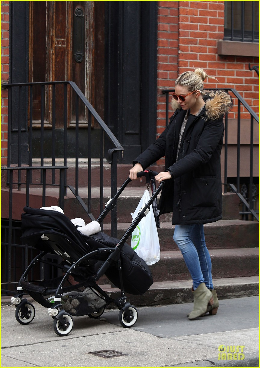 sienna miller stroller pushing with marlowe 08